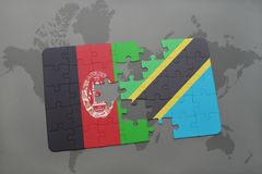 förbrylla med nationsflaggan av Afghanistan och Tanzania på en världskartabakgrund Fotografering för Bildbyråer