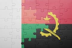 förbrylla med nationsflaggan av Angola och Madagaskar Royaltyfri Foto