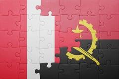 förbrylla med nationsflaggan av Angola och Peru Royaltyfri Bild