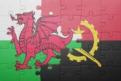 förbrylla med nationsflaggan av Angola och Wales Arkivbilder