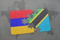 förbrylla med nationsflaggan av Armenien och Tanzania på en världskarta Arkivbilder