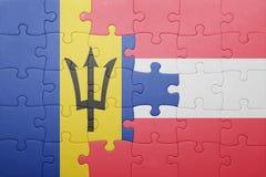 förbrylla med nationsflaggan av Barbados och Österrike Arkivfoton