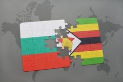 förbrylla med nationsflaggan av Bulgarien och Zimbabwe på en världskarta Arkivbilder