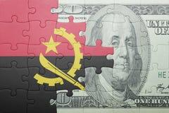 Förbrylla med nationsflaggan av den Angola och dollarsedeln Royaltyfri Foto