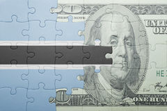 Förbrylla med nationsflaggan av den Botswana och dollarsedeln Arkivbilder