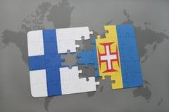förbrylla med nationsflaggan av Finland och madeira på en världskartabakgrund Royaltyfri Fotografi