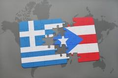 förbrylla med nationsflaggan av Grekland och Puerto Rico på en världskartabakgrund Royaltyfria Foton