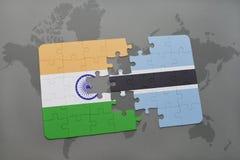 förbrylla med nationsflaggan av Indien och Botswana på en världskartabakgrund Arkivbild