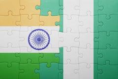 förbrylla med nationsflaggan av Indien och Nigeria Arkivfoto