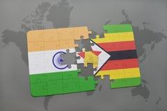 förbrylla med nationsflaggan av Indien och Zimbabwe på en världskartabakgrund Royaltyfri Fotografi