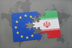 förbrylla med nationsflaggan av Iran och europeisk union på en världskarta Royaltyfria Foton