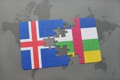 förbrylla med nationsflaggan av Island och Centralafrikanska republiken på en världskarta Fotografering för Bildbyråer