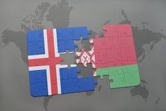 förbrylla med nationsflaggan av Island och Vitryssland på en världskartabakgrund Royaltyfri Fotografi