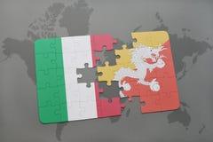 förbrylla med nationsflaggan av Italien och Bhutan på en världskartabakgrund Royaltyfri Foto
