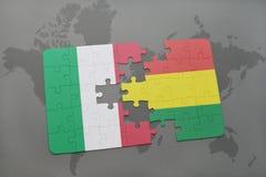 förbrylla med nationsflaggan av Italien och Bolivia på en världskartabakgrund Royaltyfri Foto