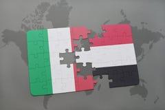 förbrylla med nationsflaggan av Italien och Jemen på en världskartabakgrund Royaltyfri Bild