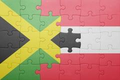 förbrylla med nationsflaggan av Jamaica och Österrike Arkivbild