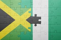 förbrylla med nationsflaggan av Jamaica och Nigeria Royaltyfria Bilder