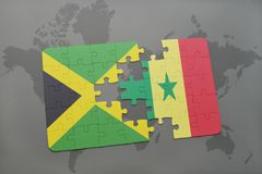 förbrylla med nationsflaggan av Jamaica och Senegal på en världskarta Fotografering för Bildbyråer