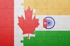 Förbrylla med nationsflaggan av Kanada och Indien Royaltyfri Fotografi