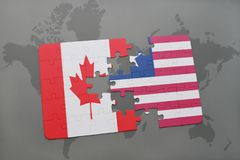 förbrylla med nationsflaggan av Kanada och Liberia på en världskartabakgrund Arkivfoto
