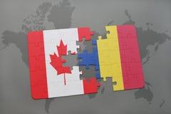 förbrylla med nationsflaggan av Kanada och Rumänien på en världskartabakgrund Royaltyfri Fotografi