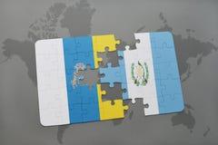 förbrylla med nationsflaggan av kanariefågelöar och Guatemala på en världskartabakgrund Royaltyfria Bilder