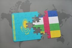 förbrylla med nationsflaggan av kazakhstan och Centralafrikanska republiken på en världskarta Royaltyfri Bild
