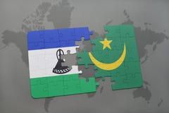 förbrylla med nationsflaggan av Lesotho och Mauretanien på en världskarta Royaltyfri Foto
