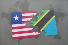 förbrylla med nationsflaggan av Liberia och Tanzania på en världskarta Arkivbild