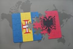förbrylla med nationsflaggan av madeira och Albanien på en världskartabakgrund Royaltyfri Bild