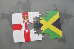 förbrylla med nationsflaggan av nordligt - Irland och Jamaica på en världskarta Royaltyfria Bilder