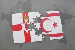 förbrylla med nationsflaggan av nordligt - Irland och nordliga Cypern på en världskarta Royaltyfri Bild