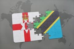 förbrylla med nationsflaggan av nordligt - Irland och Tanzania på en världskarta Royaltyfri Bild