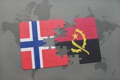 förbrylla med nationsflaggan av Norge och Angola på en världskarta Royaltyfria Foton