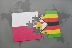 förbrylla med nationsflaggan av Polen och Zimbabwe på en världskartabakgrund Royaltyfri Foto