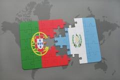 förbrylla med nationsflaggan av Portugal och Guatemala på en världskartabakgrund Royaltyfri Foto
