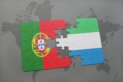 förbrylla med nationsflaggan av Portugal och Sierra Leone på en världskartabakgrund Royaltyfri Foto