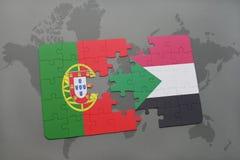 förbrylla med nationsflaggan av Portugal och Sudan på en världskartabakgrund Royaltyfri Foto