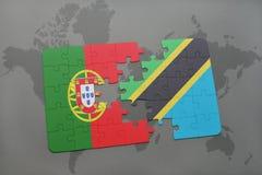 förbrylla med nationsflaggan av Portugal och Tanzania på en världskartabakgrund Arkivfoto