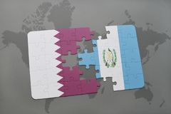 förbrylla med nationsflaggan av Qatar och Guatemala på en världskartabakgrund Arkivbild