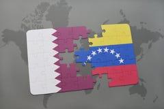 förbrylla med nationsflaggan av Qatar och Venezuela på en världskartabakgrund Fotografering för Bildbyråer