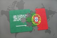 förbrylla med nationsflaggan av Saudiarabien och Portugal på en världskartabakgrund Fotografering för Bildbyråer