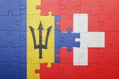 förbrylla med nationsflaggan av Schweiz och Barbados Arkivfoton