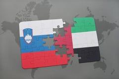 förbrylla med nationsflaggan av Slovenien och Förenade Arabemiraten på en världskarta Royaltyfria Bilder