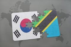 förbrylla med nationsflaggan av Sydkorean och Tanzania på en världskartabakgrund Arkivbild