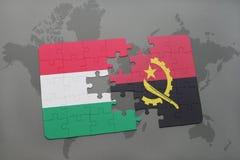 förbrylla med nationsflaggan av Ungern och Angola på en världskarta Fotografering för Bildbyråer