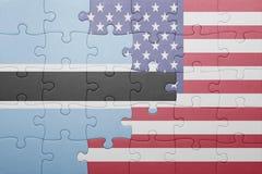 förbrylla med nationsflaggan av USA och Botswana Arkivfoton