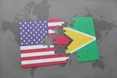 förbrylla med nationsflaggan av USA och guyana på en världskartabakgrund Arkivfoton