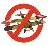 Förbud av biplanen med militär kamouflage Strikt förbud på konstruktion av flygplan med två vingar Stoppa världskriget Arkivbild